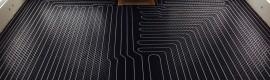 Un plancher chauffant à l'eau chaude, réalisé avec les produits Uponor; tuyau et leur «fast track» pour un installation plus rapide.